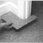 Układanie podłogowych płytek korkowych